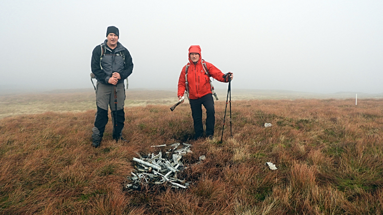 Aircraft wreckage, Buckden Pike