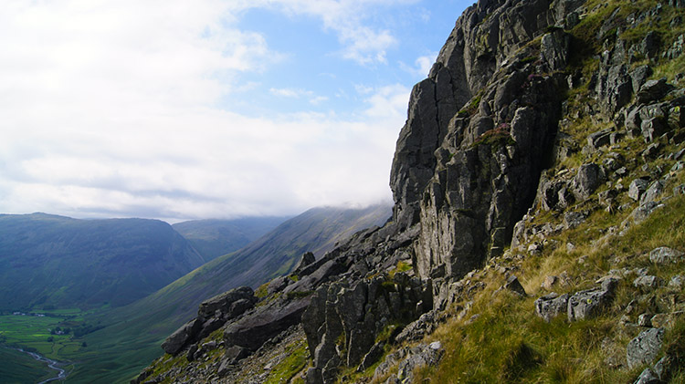 Gable Traverse follows an airy line at Raven Crag