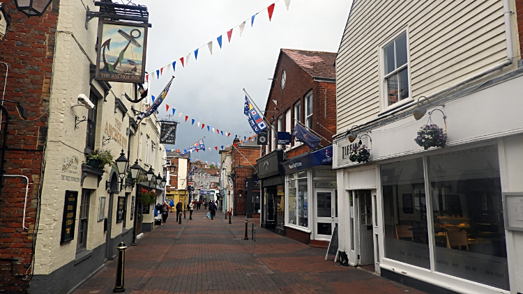 Cowes Town Center