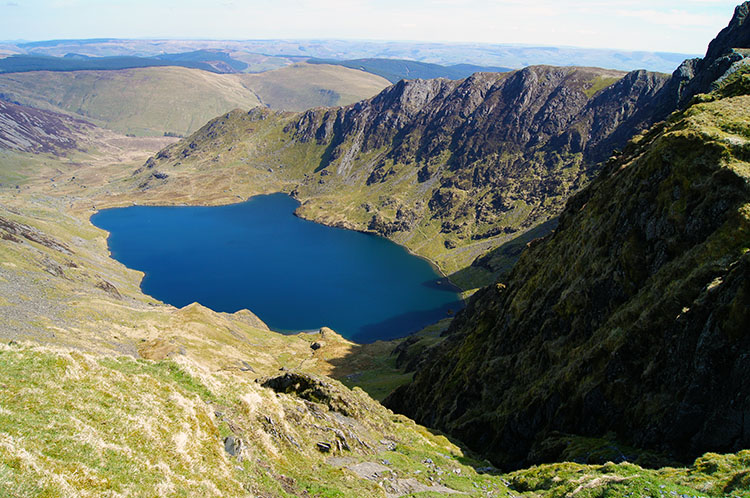 Llyn y Gadair sits in a natural amphitheater
