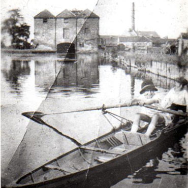 Original wharf and warehouse Grantham c1925