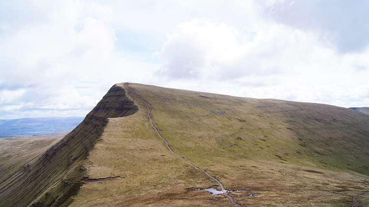 The climb to Cribyn