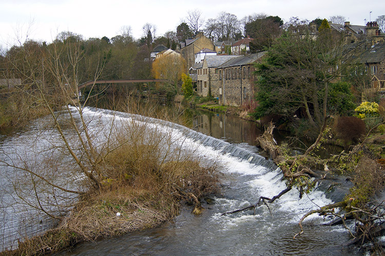 Weir on River Aire at Bingley