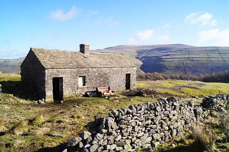 Deserted farm cottage on Birks Fell