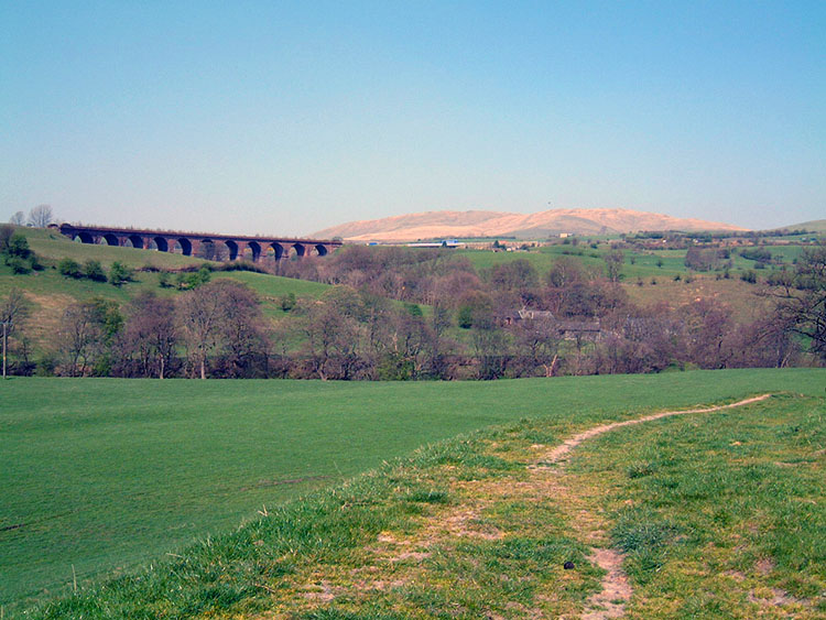 Lowgill Viaduct and Howgill Fells