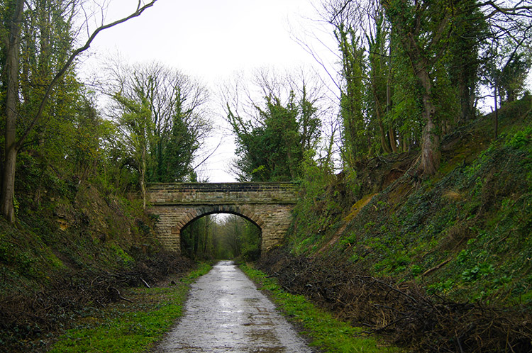 Approaching Kingbarrow Farm Bridge