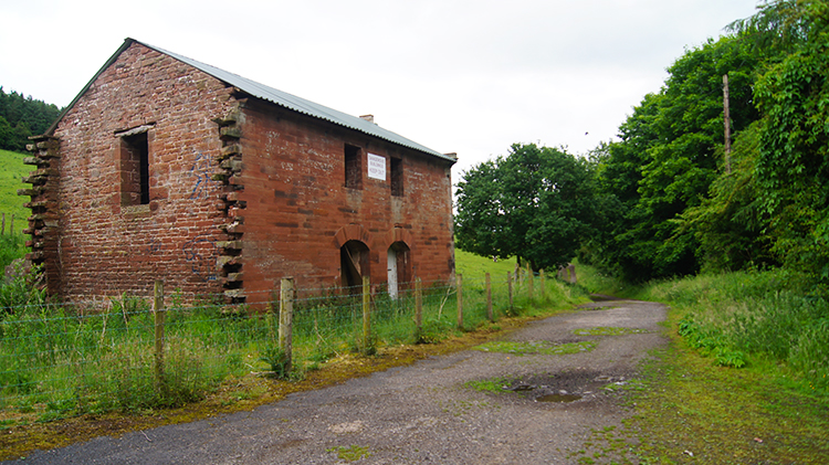 Derelict building near the site of Longmeg Mine