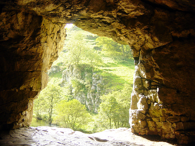 The cave at the end of Wolfscote Dale