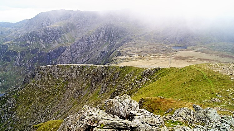 The way down from Y Garn